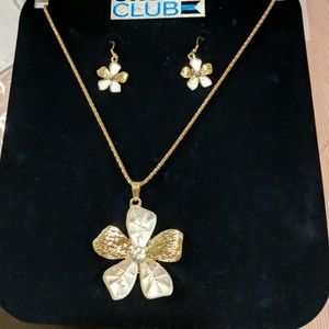 Jewelry - Gold flower necklace and earrings